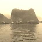www.sreep.com 20160320_022956 Vietnam, Halong-Bucht: Halongs Inseln im Morgennebel