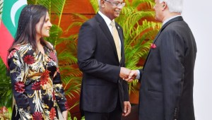 FOREIGN MINISTER DR. AMUNUGAMA FELICITATES PRESIDENT SOLIH OF MALDIVES