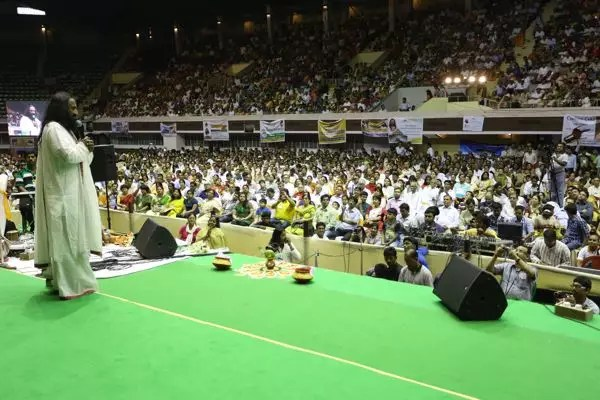 Sri Sri Ravi Shankar at VBI event at Netaji Indoor Stadium in Kolkata, WB, India - April 8, 2014
