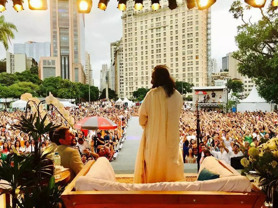 Latin America Looks To Sri Sri For Peace