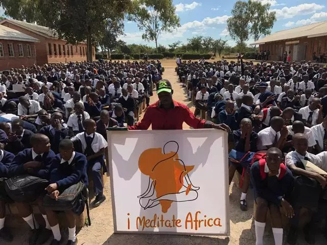 Sri Sri Ravi Shankar inspires 1 million in Africa, to meditate for Peace