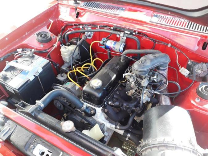 Engine bay Nissan 1400