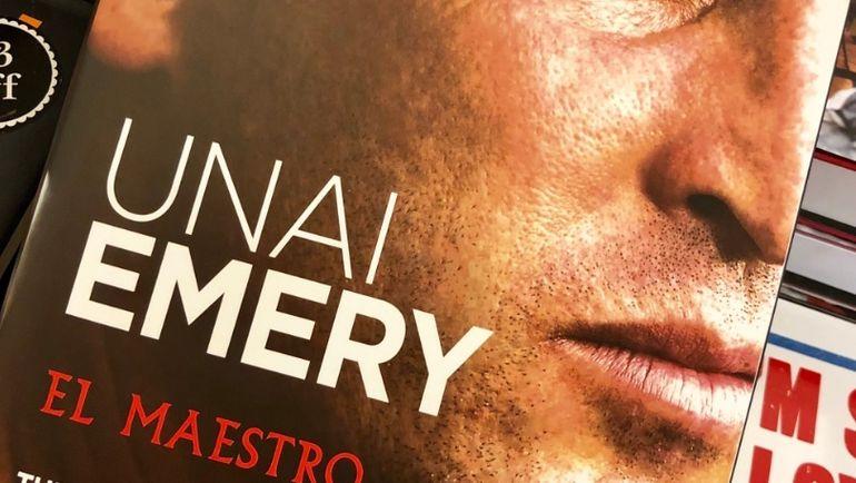 """Книга Унаи Эмери """"Маэстро"""". Фото twitter.com/TimZhur"""