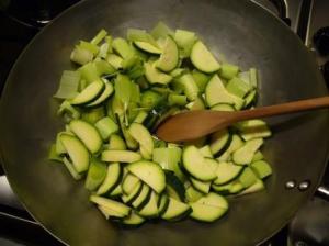 zucchine cotte nel wok 300x224 Verdure Saltate in Padella