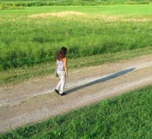 camminare 300x274 CI: Esercizio Fisico