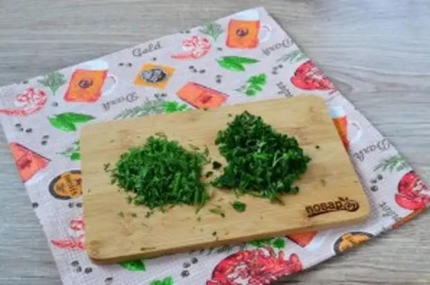 Жасылдар мен сарымсақ қосылған керемет шұжықтар - фото 2-қадам