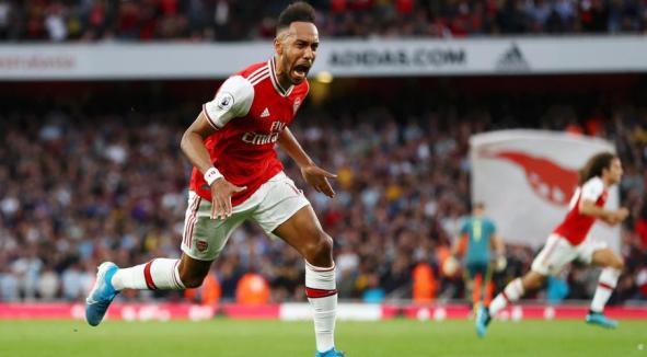 Aubameyang earns win for 10-man Arsenal over Villa