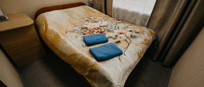 "Гостиница ""Винтаж"", номер с двумя кроватями. В номере душ, туалет, ТВ, Wi-Fi."