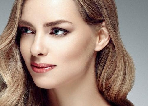 """高画質にも対応できる""""女優肌""""になれる、通称「塗るレフ版パウダー」が史上最強"""