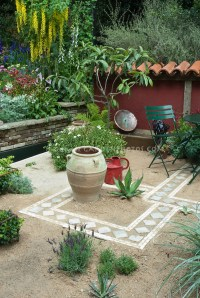 Dry patio garden | Plant & Flower Stock Photography ...