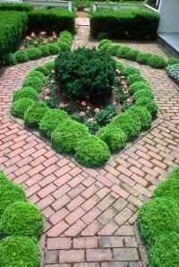 Small garden with boxwood edging in city urban garden ...