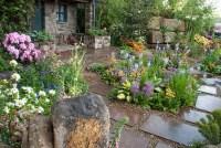 Beautiful patio flower garden | Plant & Flower Stock ...