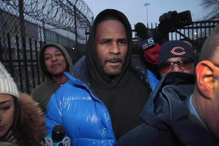 R&B singer R. Kelly leaves the Cook County jail after posting $100 thousand bond on February 25, 2019 in Chicago, Illinois. Kelly was being held after turning himself in to face ten counts of aggravated sexual abuse.