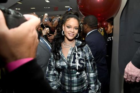 1508104549 9c0c201a5e09091d4d74a5eb1b958975 Rihanna To Have Street Named After Her in Barbados