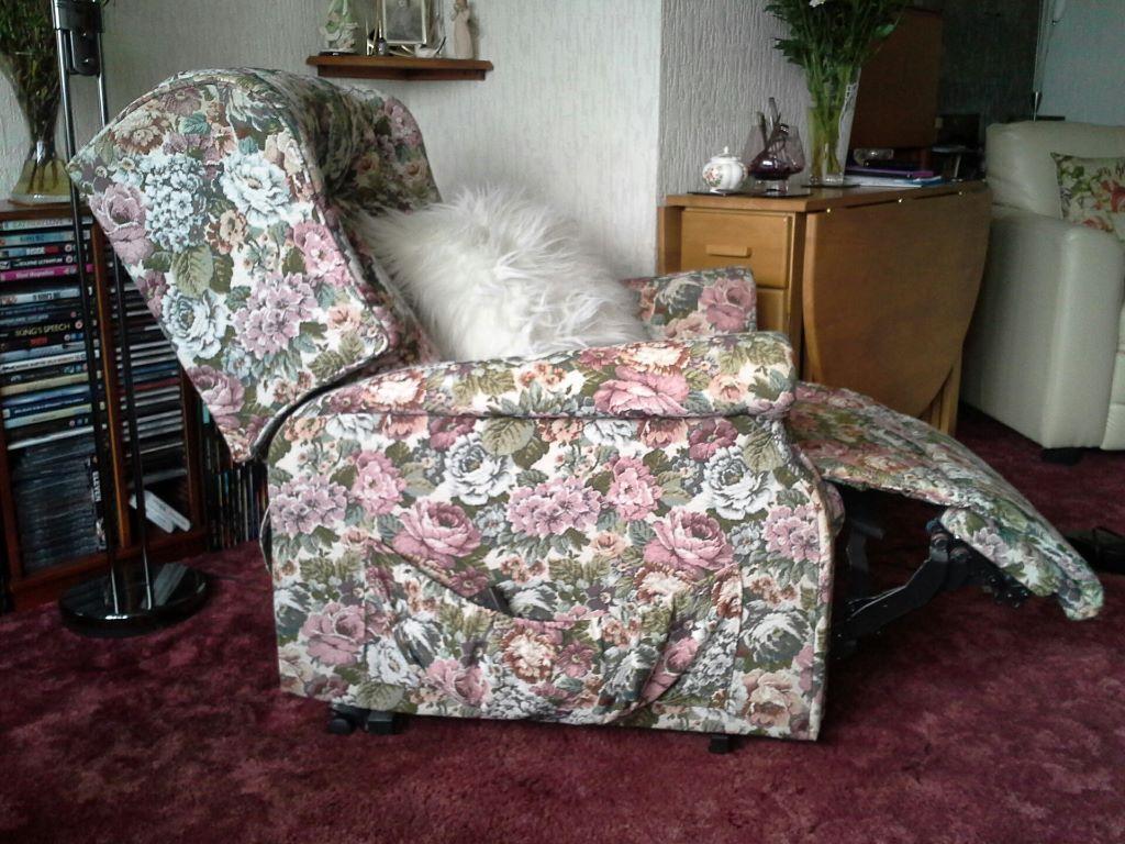 recliner chairs gumtree patio swivel rocker riser orthopaedic chair united kingdom