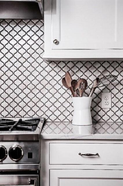 White Glossy Lantern Arabesque Porcelain Mosaic Tile Wall