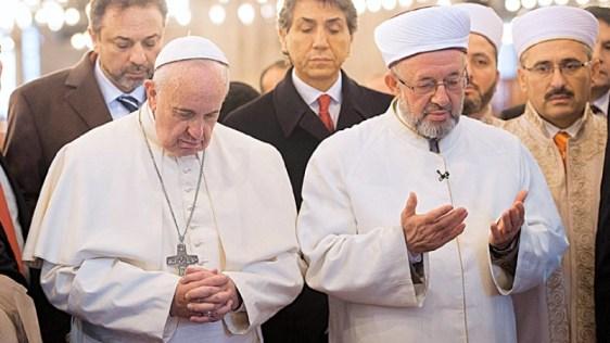 pope francis prays in mosque.jpg?zoom=1 BYMARIO ALEXIS PORTELLA