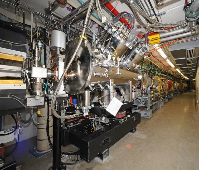 APS Superconducting undulator (SCU1)