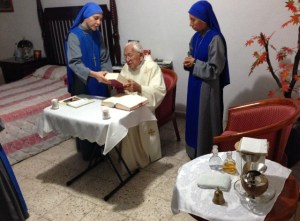 SSVM.Mass.with.elderly.priest.Mexico