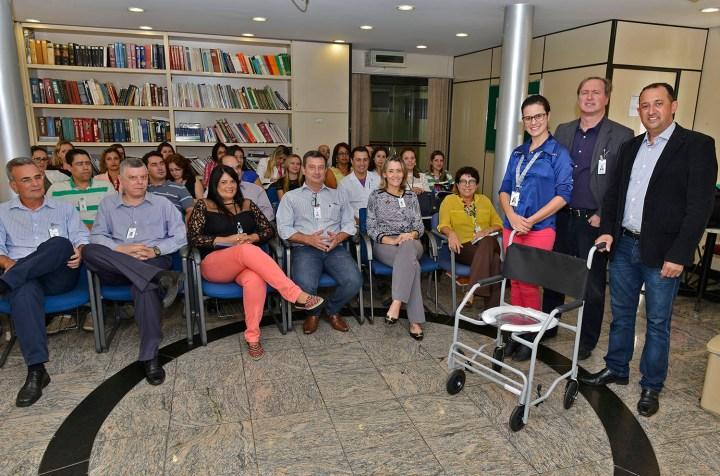 Cerimônia de entrega da cadeira de banho doada pelo CMBH. Foto: MPerez