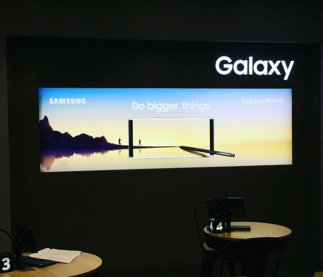Samsung Galaxy lightbox fitted in Samsung Cardiff flagship store