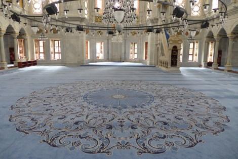 Weiß-blau: Diese Moschee ist sozusagen der Himmel auf Erden