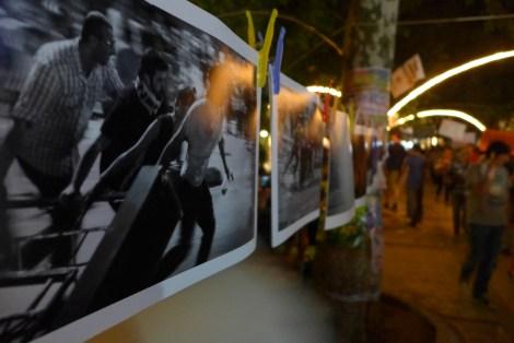 Fotoausstellung: Im Gezi-Park erinnern Fotos an die Geschehnisse der ersten Tage des Widerstands