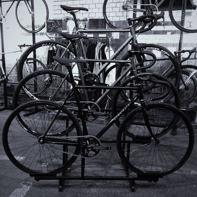 Auf welches Bombtrack habe ich den heute Lust: Ob der Bikeständer inklusive ist, wenn man alle drei Fahrräder kauft?