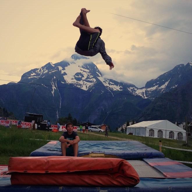 Ab aufs Trampolin: Schön im Jumphouse. Schöner in Les 2 Alpes.