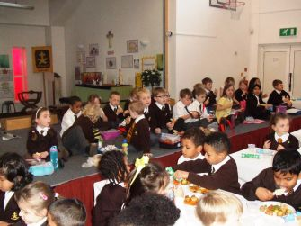 Children's Christmas Lunch 2015[8]