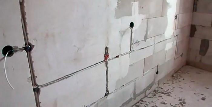4. Fixation de plâtre sur le plâtre colle.jpg
