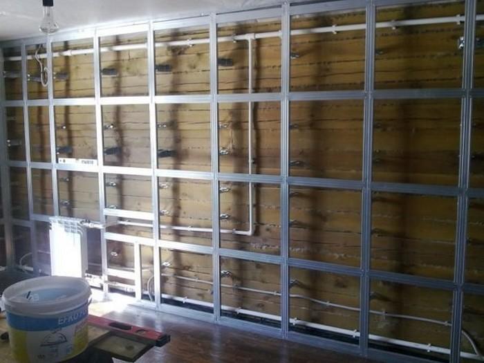 11. Cadre en bois pour installer des cloisons sèches sur balcon clôture.jpg