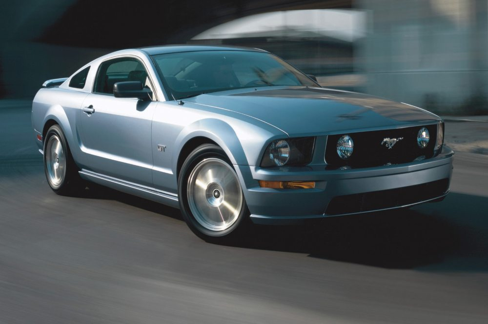 medium resolution of 2005 ford mustang gt coupe silver in motion