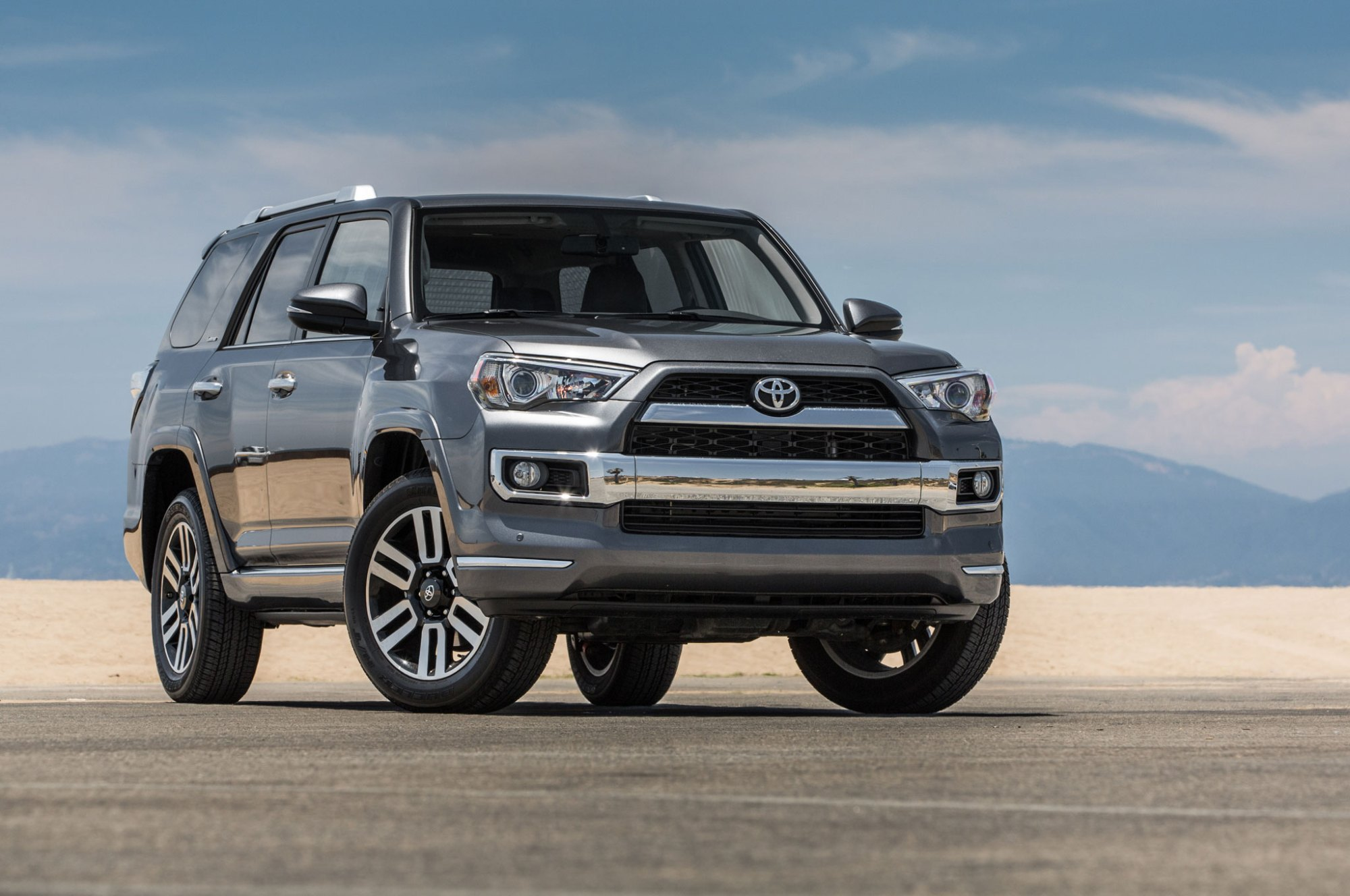 hight resolution of 2015 toyota 4runner limited front three quarter 01