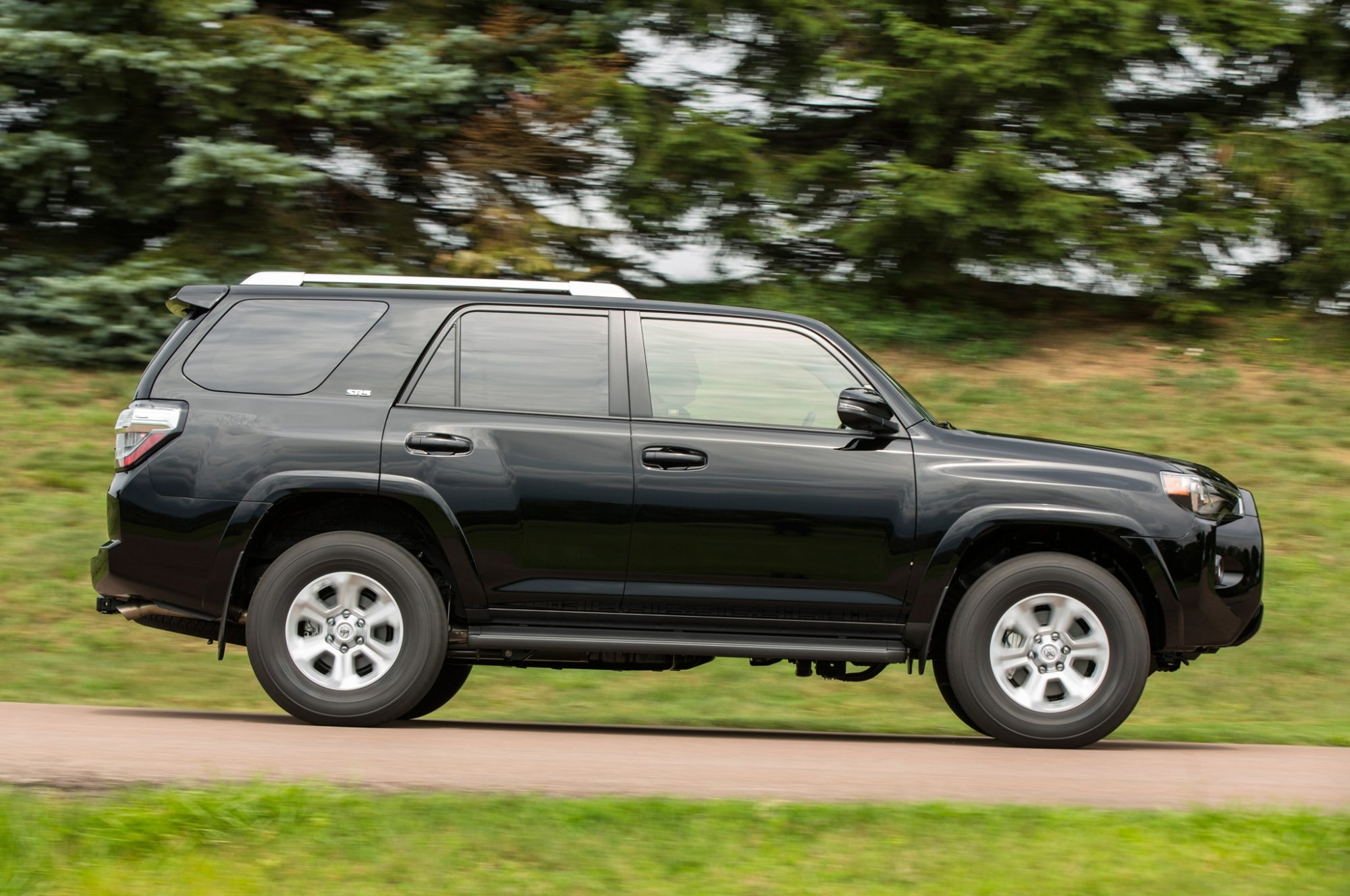 hight resolution of 2015 toyota 4runner sr5 side profile in motion