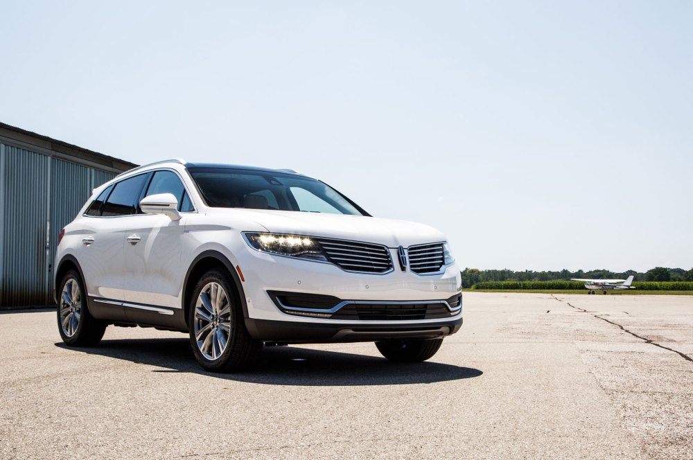 medium resolution of 2016 lincoln mkx front three quarter 04