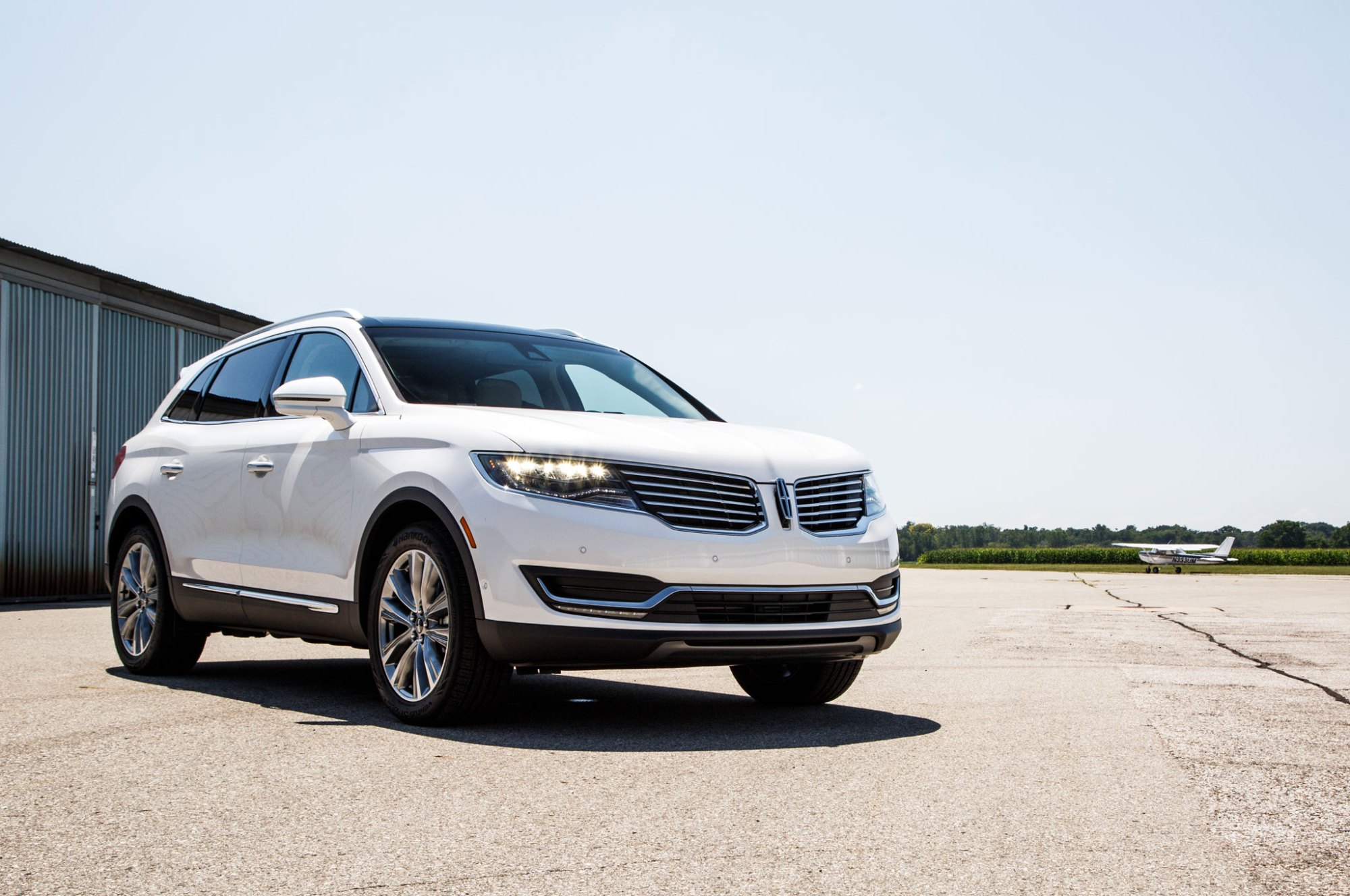 hight resolution of 2016 lincoln mkx front three quarter 04