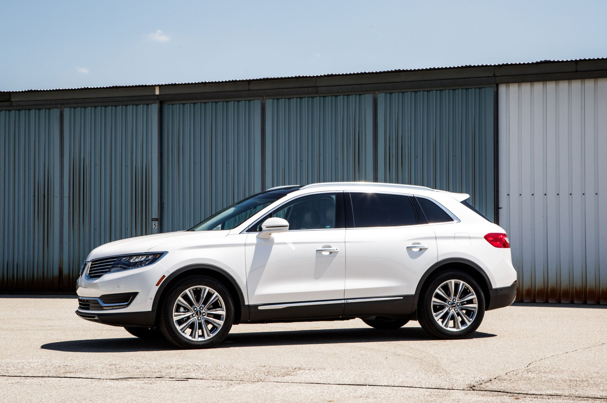 hight resolution of 2016 lincoln mkx front three quarter 05