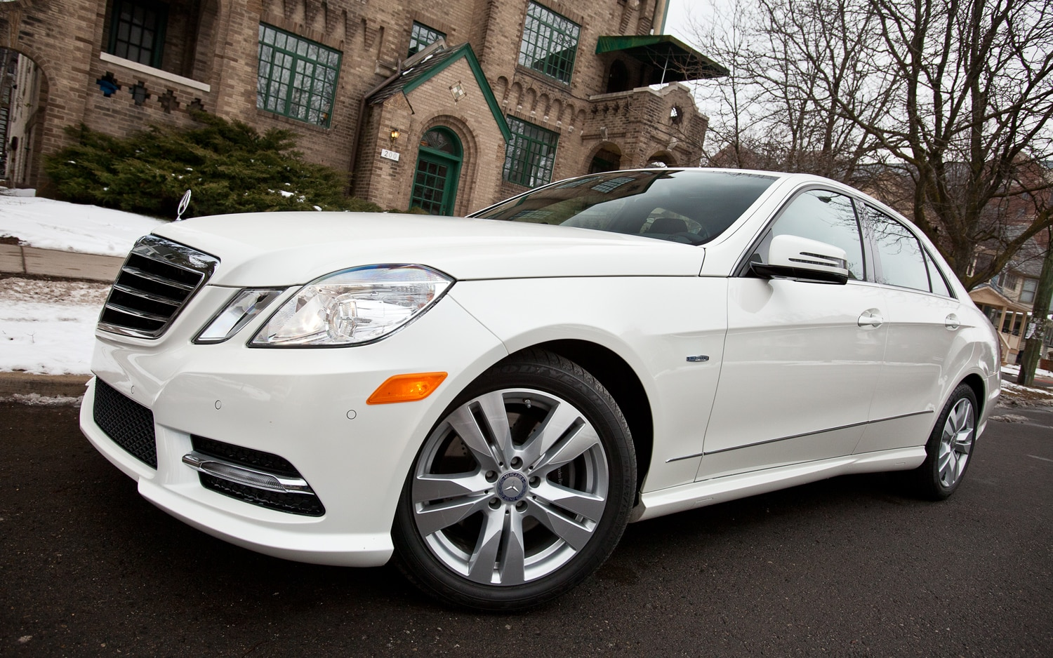 hight resolution of the differences between the gasoline fed mercedes e350