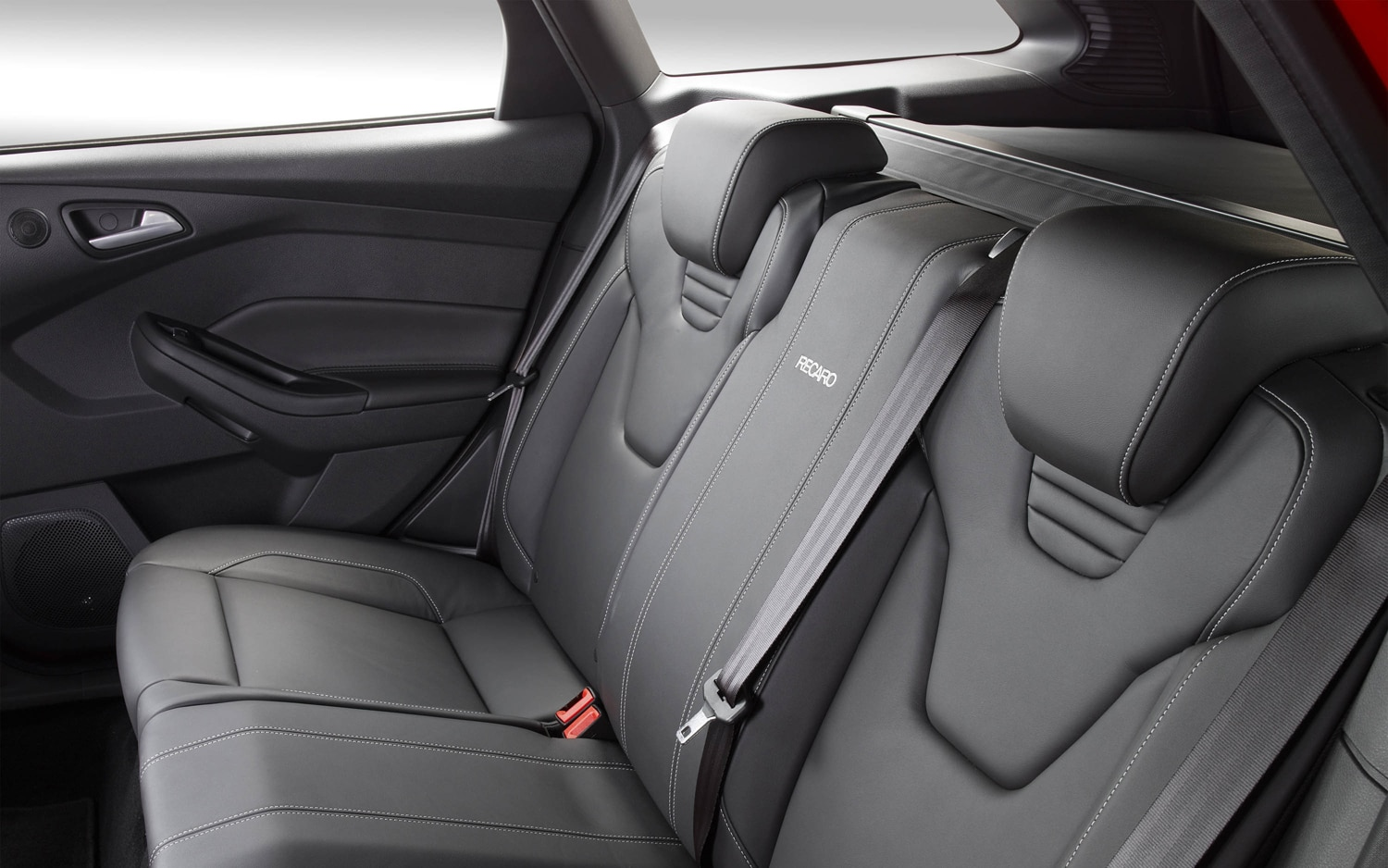 hight resolution of 2013 ford focus euro rear headrests