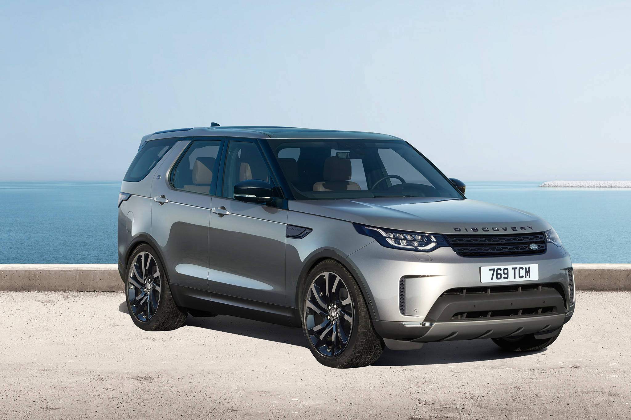 First Look 2017 Land Rover Discovery