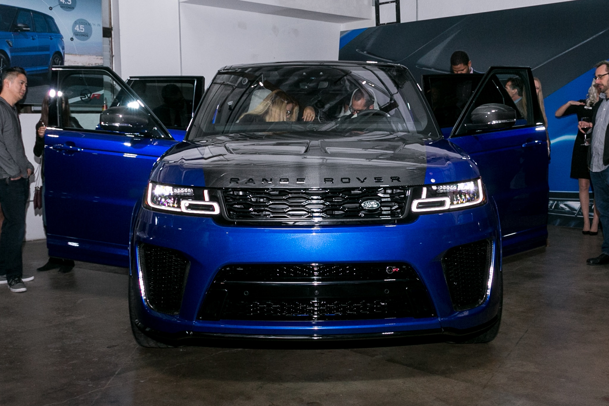 Land Rover Shows f Updated 2018 Range Rover SVAutobiography