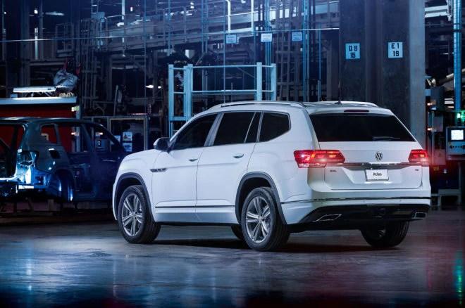 2018 Volkswagen Atlas R Line rear three quarter