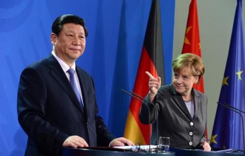Chủ tịch Trung Quốc Tập Cận Bình thăm Đức và châu Âu để tìm kiếm cơ hội đầu tư mới hồi tháng 4/2014. Tại đây họ cũng không quên nhắc về đường lưỡi bò tại Biển Đông