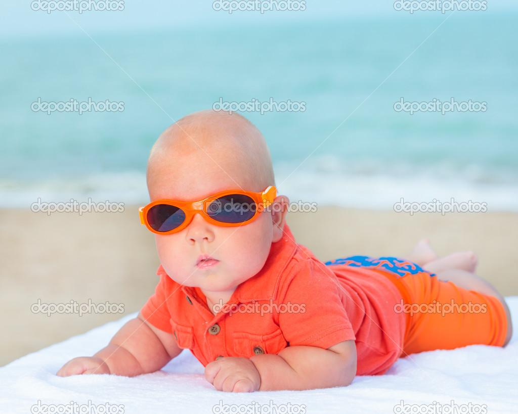 サングラスを著て赤ちゃん — ストック寫真 © GoodOlga #40070525