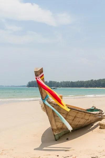 在巴厘島上沙努爾海灘上傳統的捕魚船 — 圖庫照片©master2#21294179