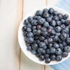 Retro Kitchen Tables Islands Cheap 在厨房的桌子上新鲜蓝莓离子白板 图库照片 C Merc67 51544565 新鲜有机蓝莓在白色背景复古厨房桌子上的盘子 照片作者merc67