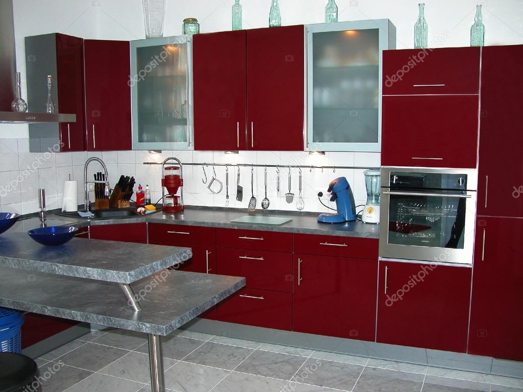 burgundy kitchen decor whitewashed cabinets 新现代厨房 图库照片 c sucher 29799675 新的勃艮第葡萄酒colure 陶瓷瓷砖地板上的现代厨房 照片作者sucher