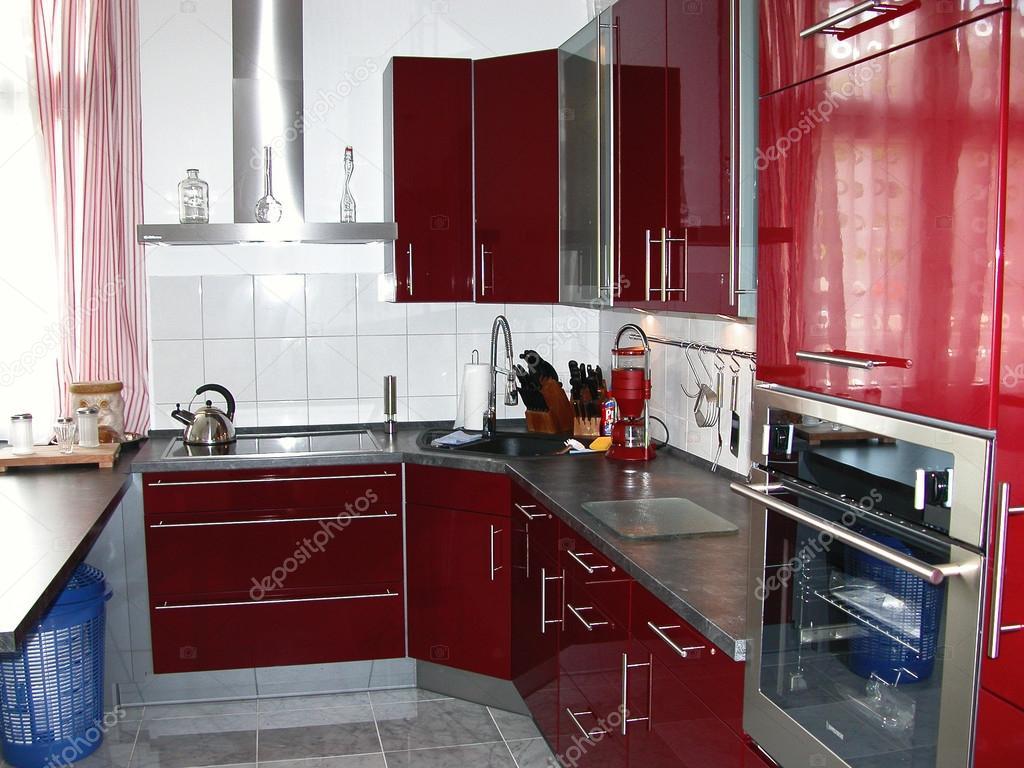 burgundy kitchen decor laminate cabinets 现代新厨房 图库照片 c sucher 29799861 一个新的和现代的厨房在勃艮第的颜色在一间公寓的图片 照片作者sucher