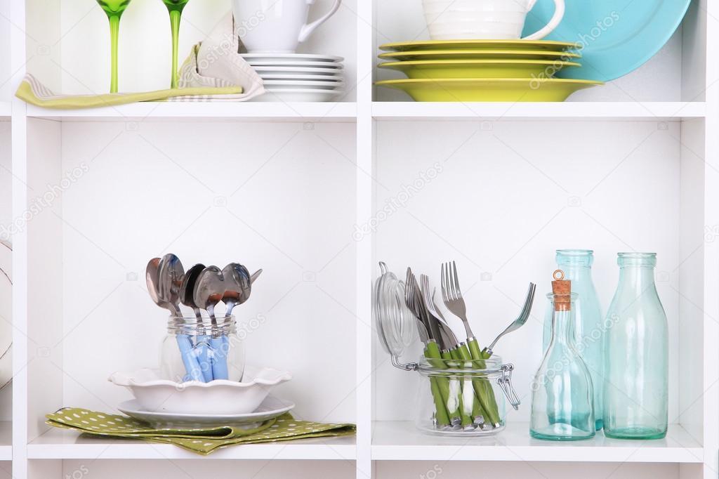kitchen bookshelf commercial for rent nyc 厨房用具和餐具美丽的白色书架上 图库照片 c belchonock 49881643
